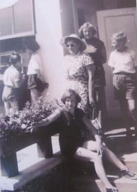 Daniela Švandová s maminkou a sourozenci