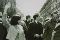 Prvomájový průvod 1968 KANa (Zleva doprava: Jiřina Mlýnková (Rybáčková), Ludvík Rybáček, Rudolf Battěk)