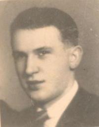 Manželovo maturitní foto, rok 1939.