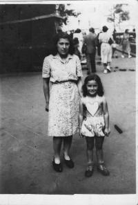 Alice Grusová s adoptivní maminkou