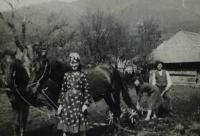 Lotte Kozová s příbuznými na Ukrajině 1941