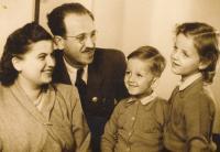 Elza, Heinrich, Tomáš a Judit Lebovičovi (kol. 1940)