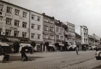 Nové domy lemující severní stranu náměstí ve Zlíně, 1938