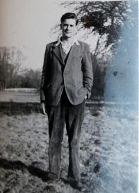 Humphrey Burton - spolužák a první láska Inky, hudební teoretik, přítel L.Bernsteina a autor knihy o něm