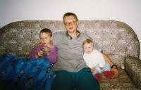 Pamětník se svými dětmi, rok 1995