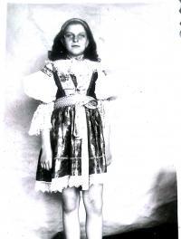 Alena Grušková, přibližně patnáctiletá