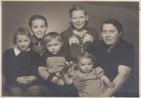 Rodina Hájkova, rok 1948