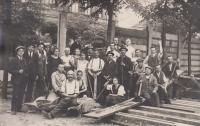 Snímek ze stavby sokolovny v Ostravě-Přívoze z období 1. republiky