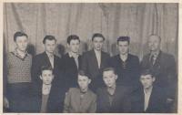 Eduard Hájek mezi členy fotokroužku, rok 1958