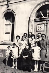 Marie Vegrichtová (upper row in the middle by the wall), Lindava u České Lípy 1965