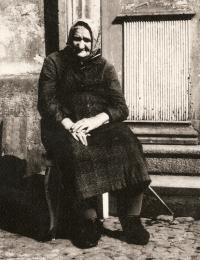 Marie's grandma, Ms. Černá