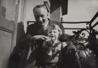 Dagmar with father in Marináské Lázně / 1933