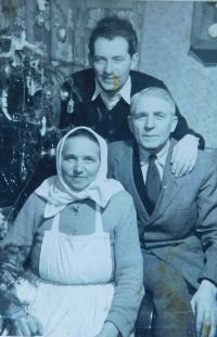 Stanislav Holáň with his parents at Christmas 1959 shortly after his return from prison