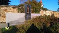Bývalý hrob katolíků zavražděných v Leskovicích, umístěný v Nové Cerekvi