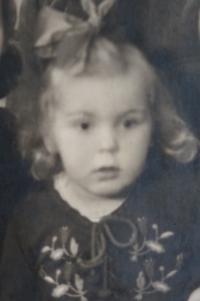 Annelore Finková v roce 1942
