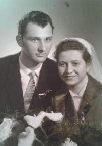 svatební fotografie Věry Koplaové, 1960