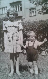 Věra Kopalová s bratrem Karlem Šobrem
