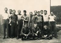 V učení zednickém, Náchod 1953-54, pamětník třetí zleva