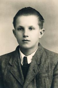 Portrét zhruba v šestnácti letech