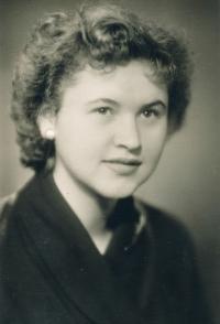 Manželka, 1956