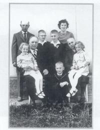Rodinná fotografie s manželkou a rodiči