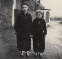 1954, bratři Deglové v Mokrouších