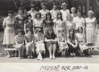 9th class, Jan is second to the left