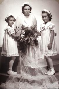 maminka jako nevěsta