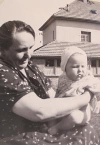 Libuše s babičkou