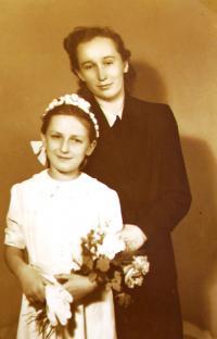 Libuše Všetečková jako drůžička se svou tetou Marií
