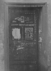 Fotografie dveří v Kozí ulici v Olomouci