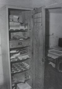 Fotografie pořízená Státní bezpečností při domovní prohlídce u Michala Mrtvého