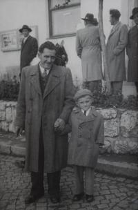 Pamětník Josef Jančář s tatínkem Josefem Jančářem.