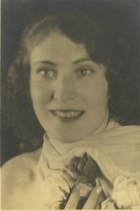 tchýně pamětníka, manželka Bedřicha Hodulíka