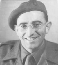 Bernard Papánek v uniformě čs. zahraniční armády (1942)