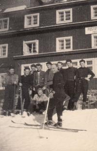Ski course at the Pražská bouda (1947)