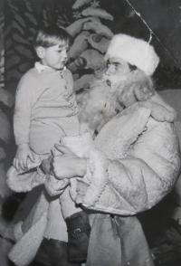 Ladislav Lašek as Old Man Winter and his son Richard