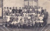 1941 - Lola in the middle with a white bow