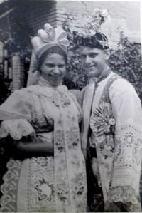 undated - Aloisie with his brother, in the costume of the Lužice