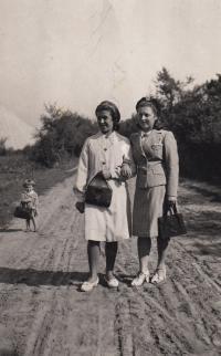 on the right wife Ludmila Švejdarová, 1944