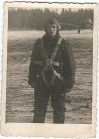 Jiří Jarkuliš before boarding his plane. 1943