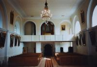 Interiér opraveného kostela v Domašově nad Bystřicí. Tento kostel opravoval Antonín Pospíšil v době, kdy byl v této farnosti farářem (1992-2005).