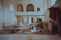 Oprava interiéru kostela v Domašově nad Bystřicí. Kostel opravoval Antonín Pospíšil v době, kdy byl v této farnosti farářem (1992-2005).