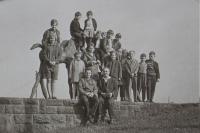 Pamětník Antonín Pospíšil dole vpravo s Antonínem Kolářem dole vlevo na výletě se skauty z Hranic, které založili a vedli krátkou dobu od roku 1968.