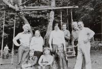 Pamětník Antonín Pospíšil na výletě s mládeží do NDR, přibližně kolem roku 1977.