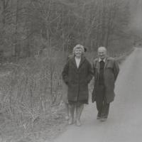Pamětník Antonín Pospíšil s hospodyní Emilií Tylečkovou, se kterou se poznali v Dlouhomilově 1979.