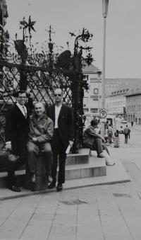 Pamětník Antonín Pospíšil v Mnichově s německými přáteli.