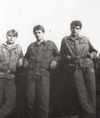 Na vojně v Michalovcích na Slovensku s kamarády, r. 1984-1986