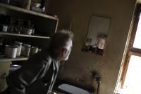 """""""Radši jsem se tomu všemu vyhýbal, a proto jsem tady ještě  dneska, kdybych byl pomstychtivej, tak já už nevím, kde bych  byl."""" – Rudolf Bělohoubek doma ve Šluknově."""