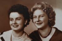 Jarmila se sestrou Evou